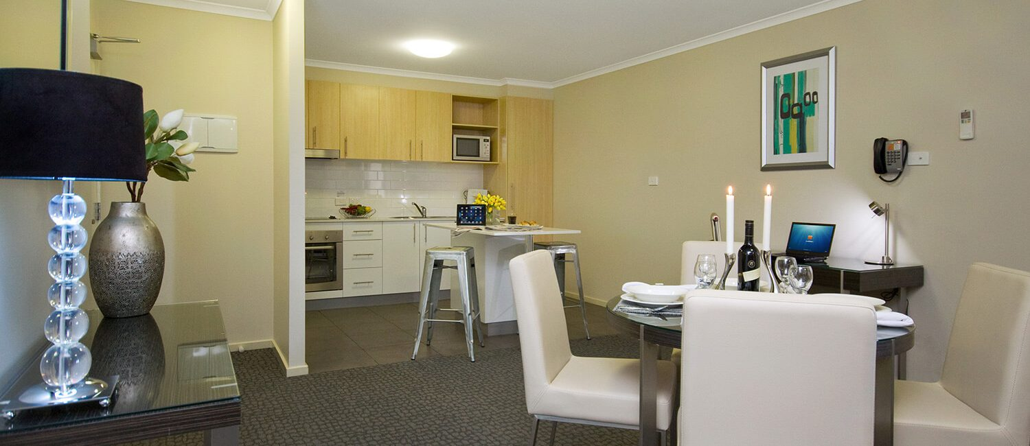 Canberra-1-bedroom-suite-dining-and-kitchen | Pacific Suites Canberra