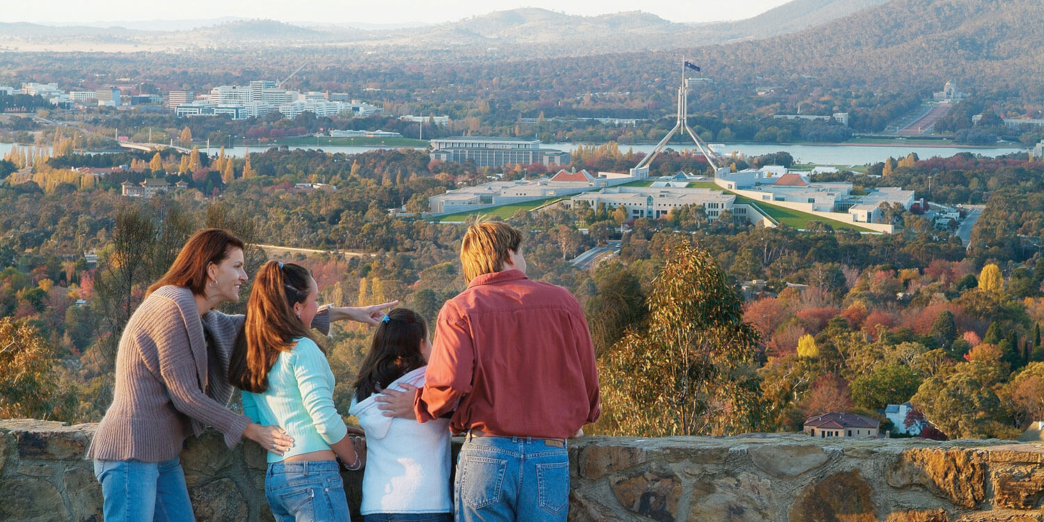 Family-at-Red-Hill-Lookout---credit-VisitCanberra | Pacific Suites Canberra